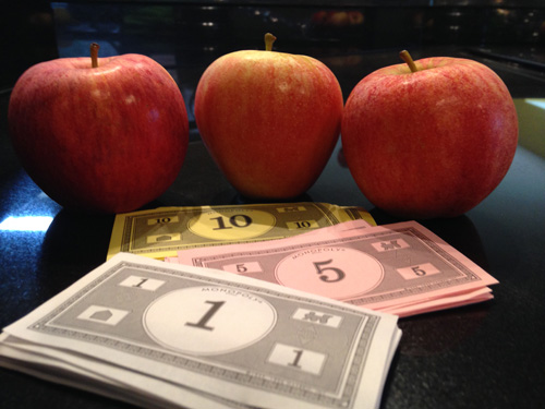 3 Apples and Play Money